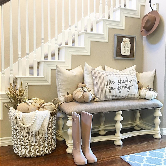 Farmhouse-Fall-Foyer-Decor-Give-Thanks